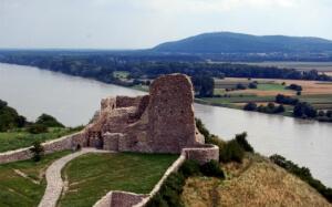 Vue du Danube du haut du château Devin